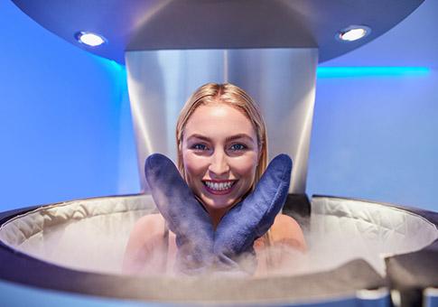 Centre de cryothérapie Appareils Une femme utilisant la cryothérapie